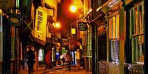 The-Shambles-at-night-800-x-400-800x400