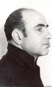 Al-Capone-Alcatraz-mug-shot-side